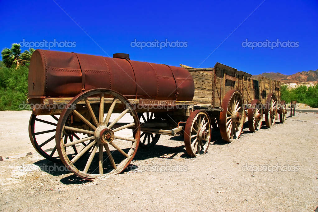 An old wagon in the Death Valley. California. United States  — Stock Photo #6903235
