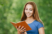 Portrait beautiful woman reading book — Foto Stock