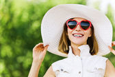 Portrait young charming woman white hat red sunglasses — Stock Photo