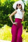 Cheerful charming young woman white hat sunglasses — Stock Photo