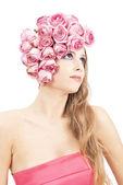 Junge schöne frau mit rosa blüten — Stockfoto