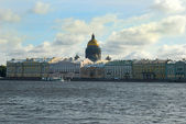 Neva river and St Isaac's Cathedral — Stock Photo