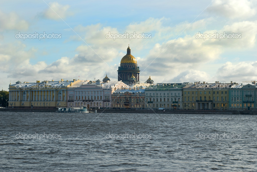 View on tne Neva river and St Isaac's Cathedral. St. Petersburg — Foto Stock #7072199