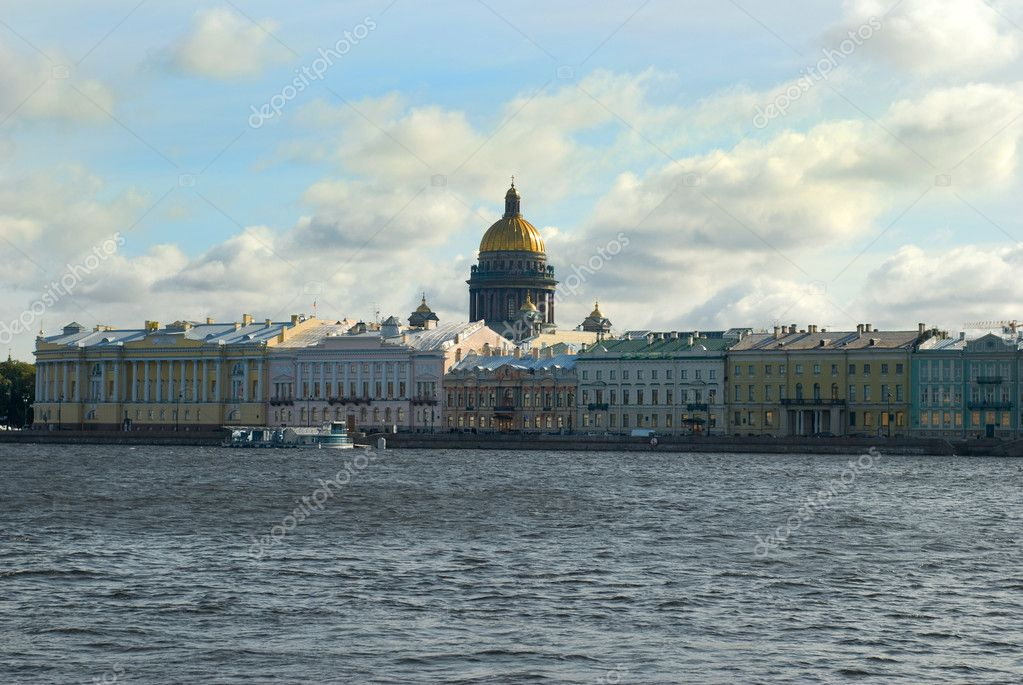View on tne Neva river and St Isaac's Cathedral. St. Petersburg — Stok fotoğraf #7072199