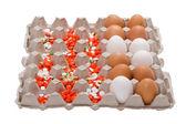 ägg och medicinska tablet på låda — Stockfoto
