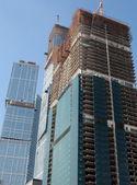 Grattacielo si sviluppano sullo sfondo del cielo — Foto Stock
