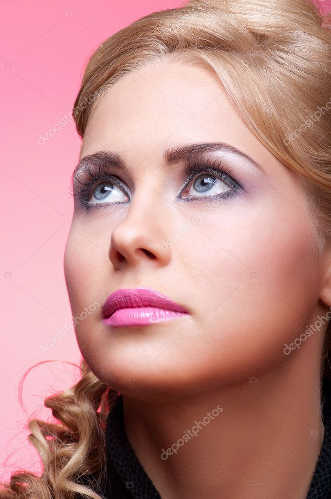 Studio portrait of young woman — Stock Photo #6946348