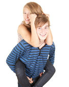 Pojkvän ge flickan en piggyback — Stockfoto