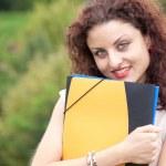 kobiet student w parku — Zdjęcie stockowe