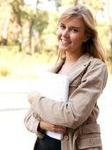 Chica estudiante universitario atractivo — Foto de Stock
