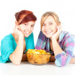 Teenage female friends and chips - Lizenzfreies Foto