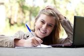 Studentin mit laptop — Stockfoto