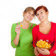 Teenage female friends and chips — Stockfoto