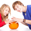 Halloween - young couple with pumpkin — Stock fotografie