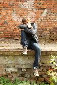 ヘッドフォンと若い男 — ストック写真