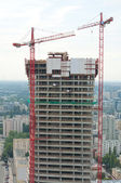 Big lifts on construction of the large tower block — Stock Photo