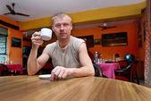 Hombre en el café — Foto de Stock