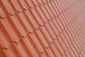 ściany teksturowanej czerwony dachówka. — Zdjęcie stockowe