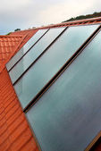 Solar panel (geliosystem) on the house roof. — Stockfoto