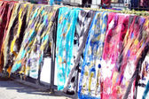 Olika färger scraft på gatan marknaden i tbilisi, georgien — Stockfoto