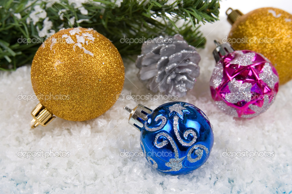 Christmas decorations in the snow on a blue background — Stock fotografie #7312270
