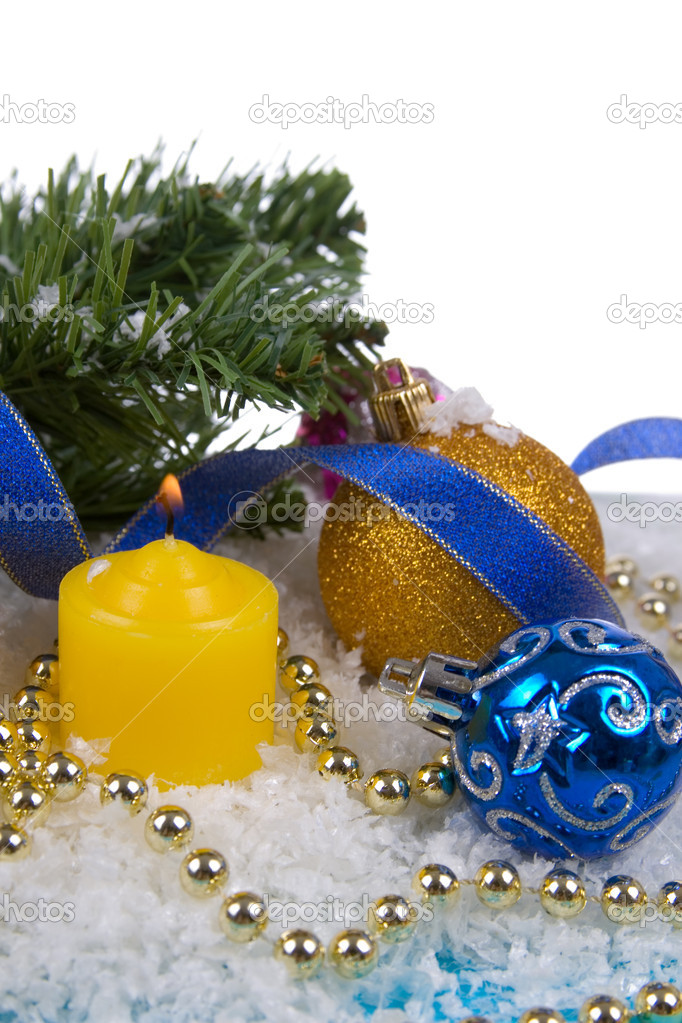 Christmas decorations in the snow on a white background — Zdjęcie stockowe #7312311