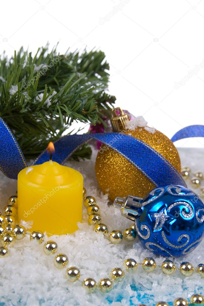 Christmas decorations in the snow on a white background — Stockfoto #7312311