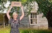 Kvinna med jesus skylt — Stockfoto