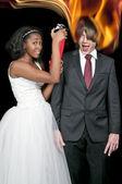 черная женщина и пламенный человек — Стоковое фото