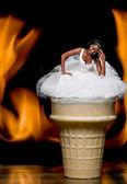 черная женщина в свадебном платье — Стоковое фото