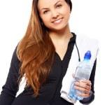 krásná usměvavá žena s lahví vody — Stock fotografie