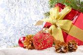 Decoraciones de la navidad con caja de regalo — Foto de Stock