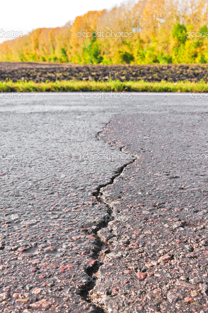 Close-up of crack on the road in sunny day — Stock Photo #7003832