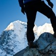 Man hiking in Himalaya Mountains — Foto Stock