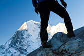 Man hiking in Himalaya Mountains — Stock Photo