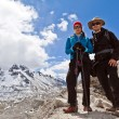 Foto Stock: Couple Hiking in Himalaya Mountains