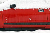 Coche cubierta de nieve — Foto de Stock
