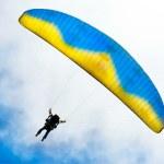 Parachuter descending — Stock Photo