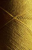 Guld ull stickning garn nystan — Stockfoto