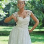Beautiful bride outdoor — Stock Photo #6850272
