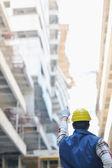 努力工作的人在建筑工地上 — 图库照片
