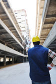Hård arbetstagare på byggarbetsplatsen — Stockfoto