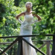 bella sposa all'aperto — Foto Stock