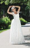 Bella sposa all'aperto — Foto Stock