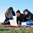 Group of teens working on laptop outdoor — Foto de Stock