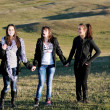 Groupe d'adolescents s'amuser en plein air — Photo