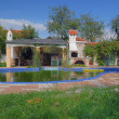 Luxury house with swimming pool — Stock Photo