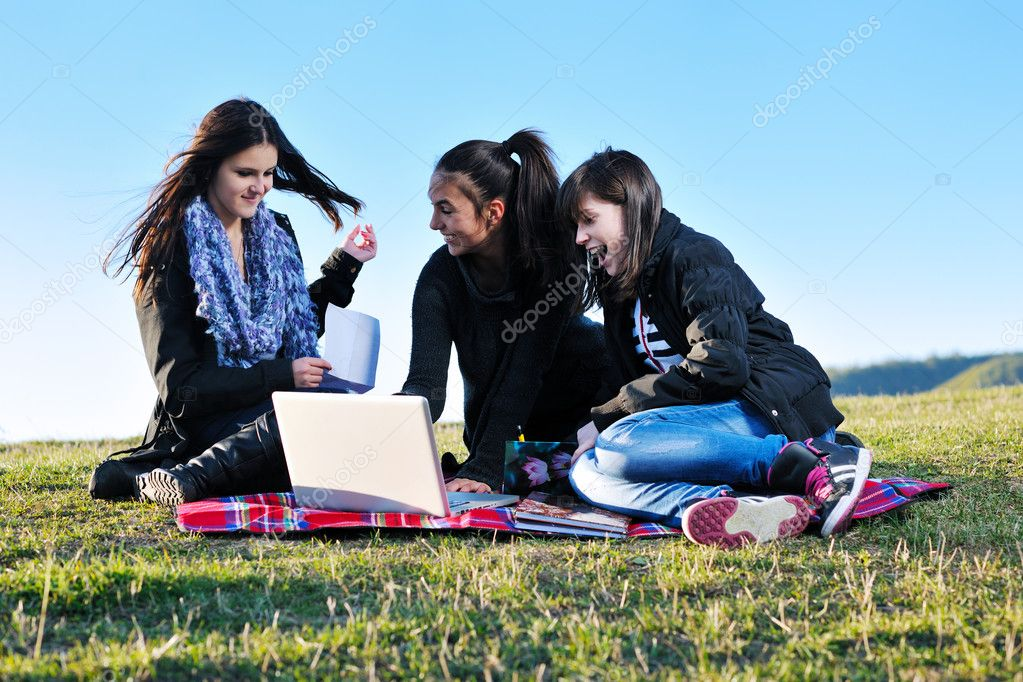 Group of teen woman  have fun outdoor with blue sky in background — Stok fotoğraf #7941089