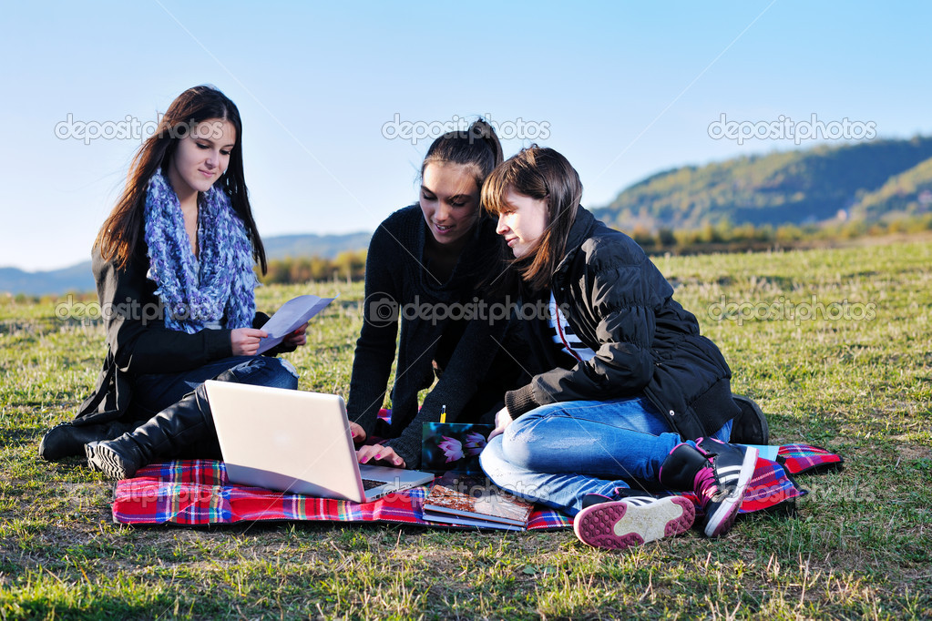 Group of teen woman  have fun outdoor with blue sky in background — Stock Photo #7941091