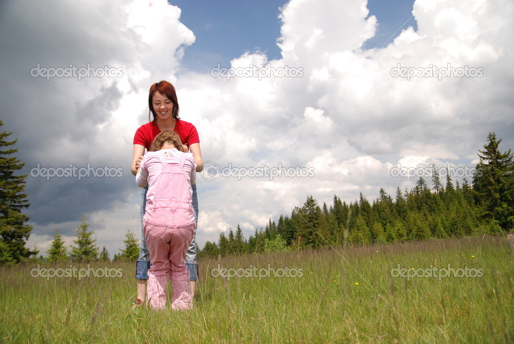 Girls playing games in nature — Stock Photo #7944016